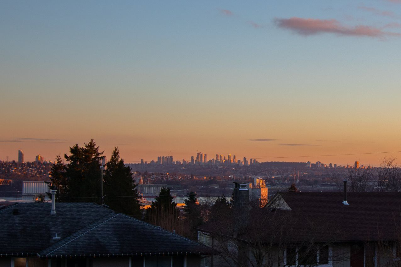 Photo 2: Photos: 882 WHITCHURCH Street in North Vancouver: Calverhall House for sale : MLS®# R2537806