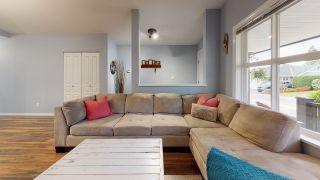 Photo 3: 5709 CASCADE Crescent in Sechelt: Sechelt District House for sale (Sunshine Coast)  : MLS®# R2520079