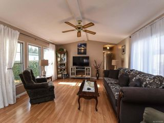 Photo 2: 18 1240 WILKINSON ROAD in COMOX: CV Comox Peninsula Manufactured Home for sale (Comox Valley)  : MLS®# 780089