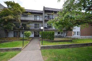 """Photo 1: 208 33850 FERN Street in Abbotsford: Central Abbotsford Condo for sale in """"Fernwood Manor"""" : MLS®# R2476196"""