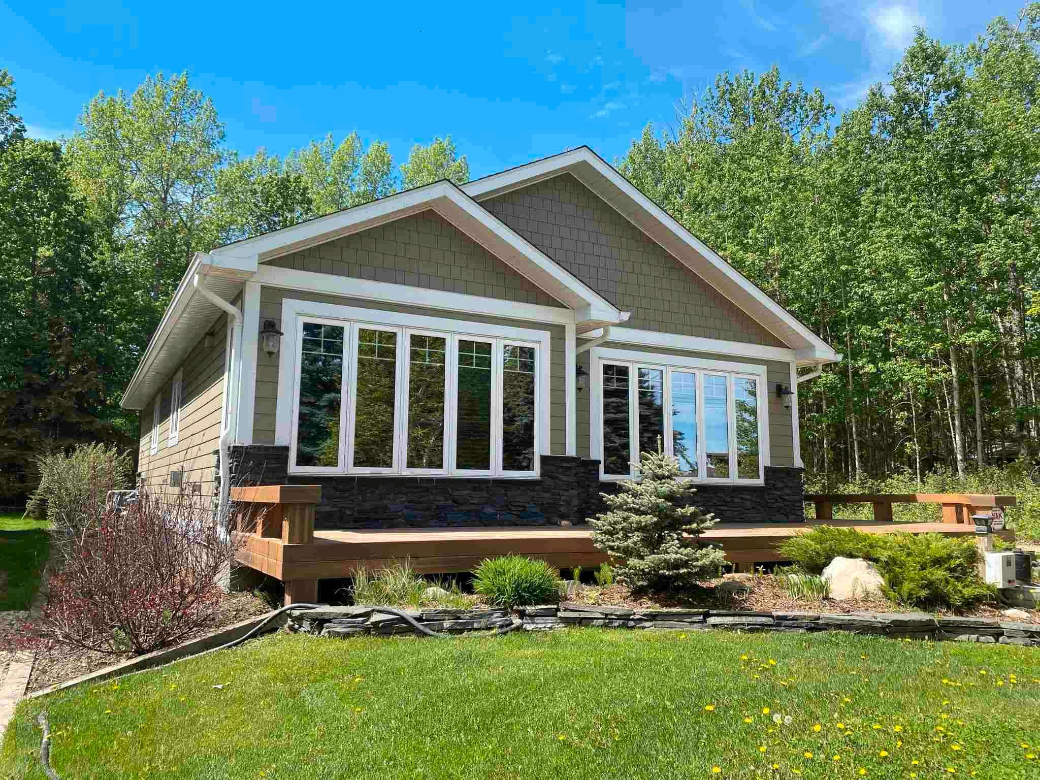 Main Photo: 143 CRYSTAL SPRINGS Drive: Rural Wetaskiwin County House for sale : MLS®# E4247412