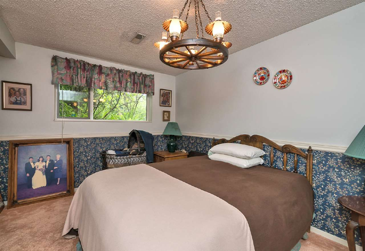 """Photo 15: Photos: 42831 OLD ORCHARD Road in Chilliwack: Chilliwack Mountain House for sale in """"CHILLIWACK MOUNTAIN"""" : MLS®# R2202760"""