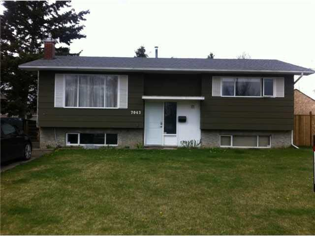 Main Photo: 7043 HARVARD CRESCENT in : Lower College House for sale : MLS®# N244594