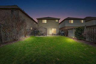Photo 2: 179 Ellis Crescent in Milton: Dempsey House (2-Storey) for sale : MLS®# W4750348