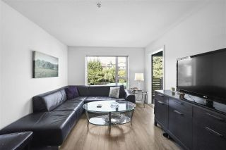 """Photo 3: 311 221 E 3RD Street in North Vancouver: Lower Lonsdale Condo for sale in """"Orizon on Third"""" : MLS®# R2470227"""