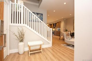 Photo 3: 7866 Lochside Dr in SAANICHTON: CS Turgoose Row/Townhouse for sale (Central Saanich)  : MLS®# 830553