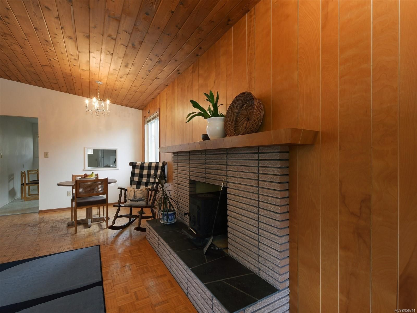 Photo 5: Photos: 3909 Ansell Rd in : SE Mt Tolmie House for sale (Saanich East)  : MLS®# 856714