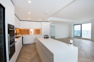 "Photo 14: 5505 1480 HOWE Street in Vancouver: Yaletown Condo for sale in ""VANCOUVER HOUSE"" (Vancouver West)  : MLS®# R2561007"