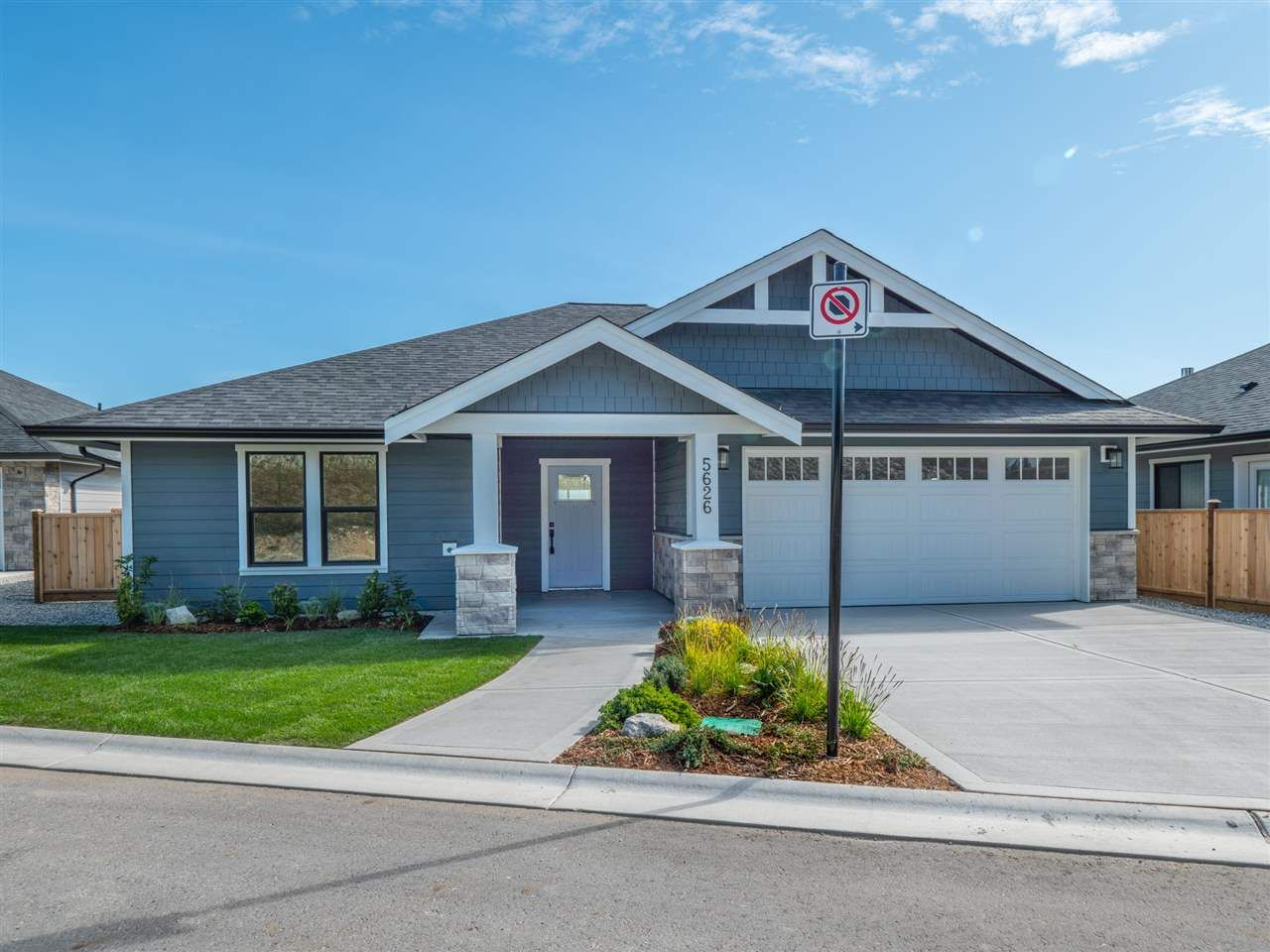 """Main Photo: 5634 KINGBIRD Crescent in Sechelt: Sechelt District House for sale in """"SilverStone Heights Phase2"""" (Sunshine Coast)  : MLS®# R2466073"""