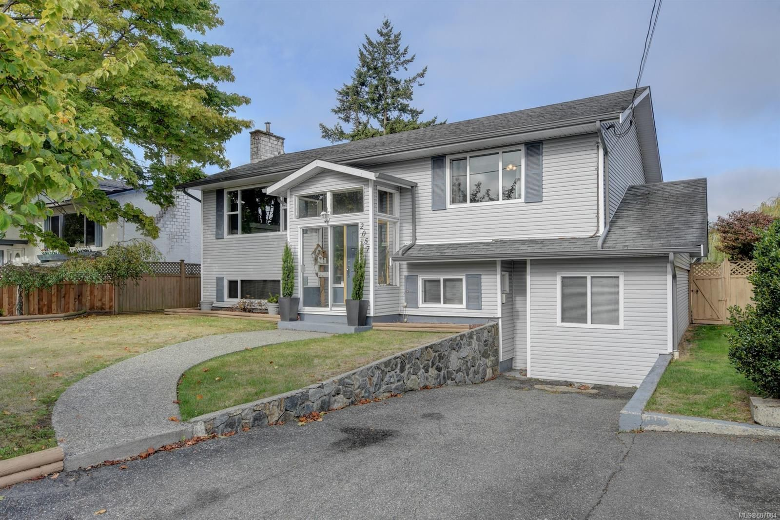 Main Photo: 2057 Piercy Ave in : Si Sidney North-East House for sale (Sidney)  : MLS®# 887084