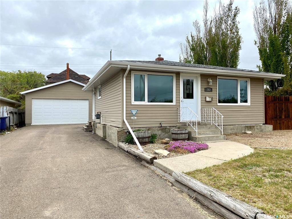 Main Photo: 262 26th Street in Battleford: Residential for sale : MLS®# SK856331