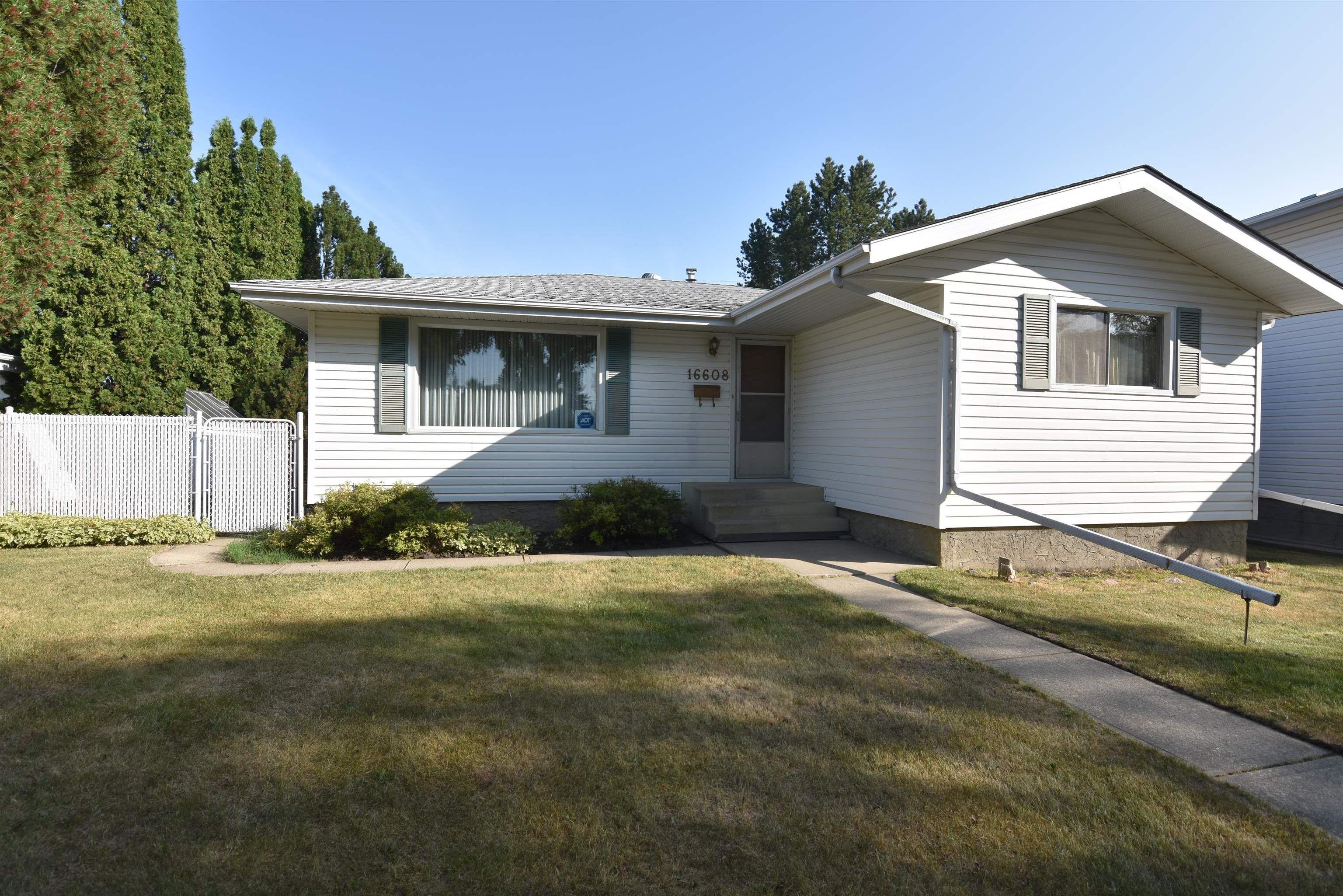 Main Photo: 16608 93 Avenue in Edmonton: Zone 22 House for sale : MLS®# E4259363