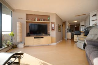 Photo 10: 1908 620 Toronto Street in Victoria: Victoria VE Condo for sale (Islands-Van. & Gulf)  : MLS®# 396891