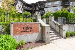 """Photo 1: 209 400 KLAHANIE Drive in Port Moody: Port Moody Centre Condo for sale in """"Tides"""" : MLS®# R2192368"""