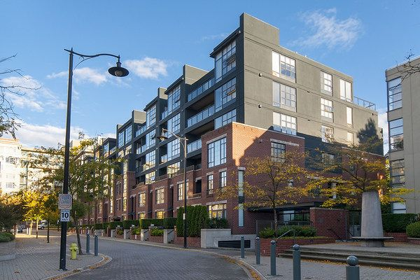 Main Photo: 2268 Redbud Lane in Vancouver: Kitsilano Condo for rent (Vancouver West)  : MLS®# AR040