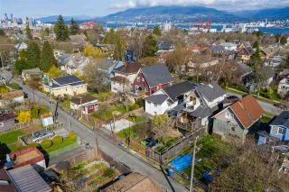 "Photo 19: 2142 NAPIER Street in Vancouver: Grandview Woodland House for sale in ""Grandview Woodland"" (Vancouver East)  : MLS®# R2450268"