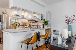 """Photo 11: 422 2255 W 4TH Avenue in Vancouver: Kitsilano Condo for sale in """"THE CAPERS BUILDING"""" (Vancouver West)  : MLS®# R2565232"""