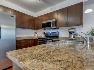 Photo 9: 102 1510 Hillside Ave in Victoria: Vi Oaklands Row/Townhouse for sale : MLS®# 874175