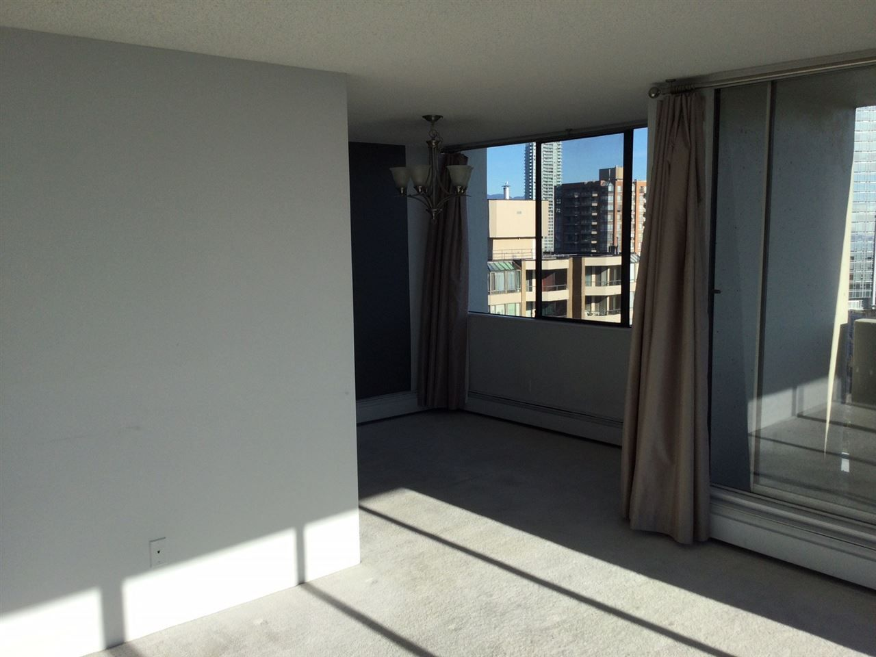"""Photo 9: Photos: 1802 4300 MAYBERRY Street in Burnaby: Metrotown Condo for sale in """"Times Square"""" (Burnaby South)  : MLS®# R2529822"""