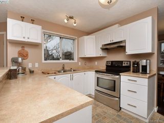 Photo 8: 1279 Lidgate Crt in VICTORIA: SW Strawberry Vale House for sale (Saanich West)  : MLS®# 811754