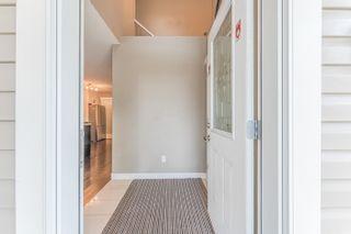 Photo 3: 10421 155 Street in Edmonton: Zone 21 House Half Duplex for sale : MLS®# E4266259