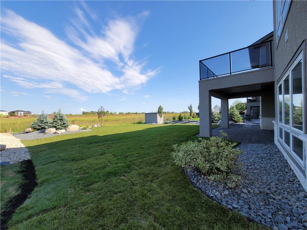 Photo 35: Photos: 7 Hill Grove Point in Winnipeg: Bridgwater Forest Residential for sale (1R)  : MLS®# 202015737