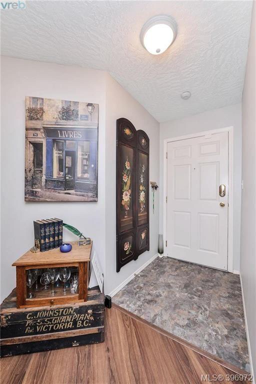 Photo 2: Photos: 203 3010 Washington Ave in VICTORIA: Vi Burnside Condo for sale (Victoria)  : MLS®# 794042