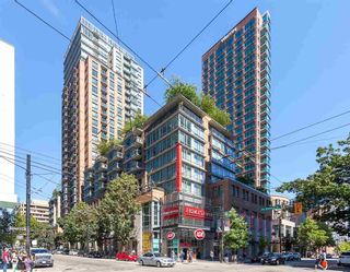 """Photo 1: 905 788 RICHARDS Street in Vancouver: Downtown VW Condo for sale in """"L'Hermitage"""" (Vancouver West)  : MLS®# R2458988"""