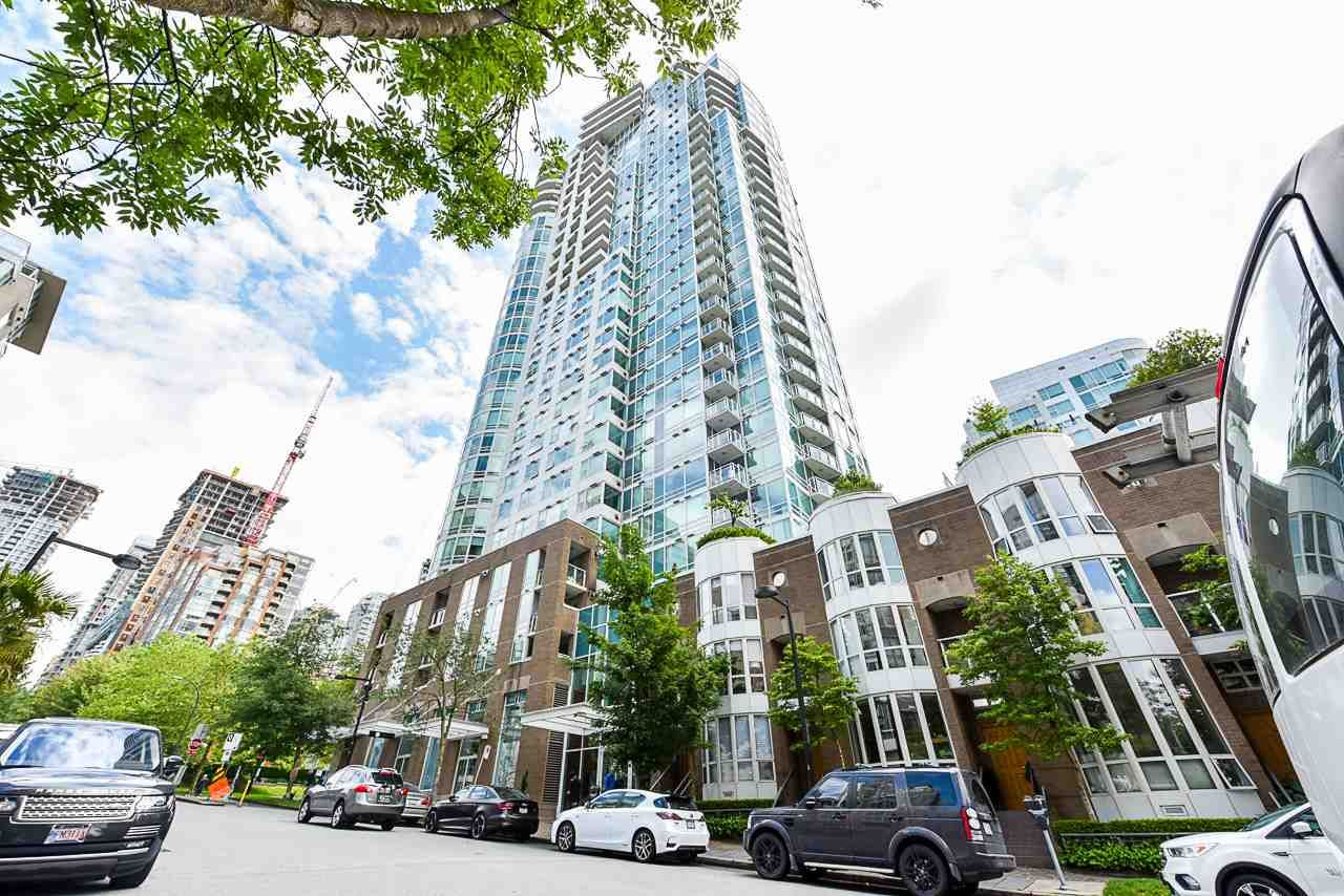 """Main Photo: 2002 1500 HORNBY Street in Vancouver: Yaletown Condo for sale in """"888 BEACH"""" (Vancouver West)  : MLS®# R2461920"""
