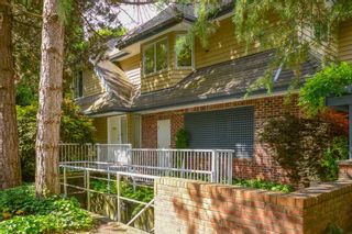 """Photo 4: 3934 LINWOOD Street in Burnaby: Burnaby Hospital Townhouse for sale in """"CASCADE VILLAGE"""" (Burnaby South)  : MLS®# R2489487"""