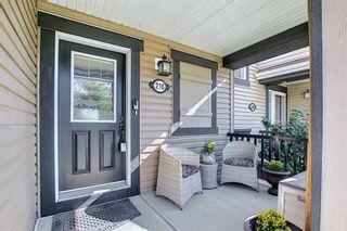 Photo 4: 216 Viewpointe Terrace: Chestermere Row/Townhouse for sale : MLS®# A1138107