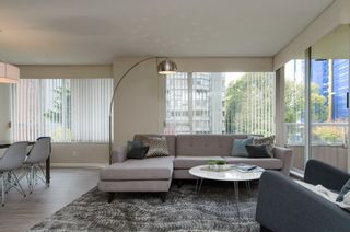 """Photo 2: 301 1566 W 13 Avenue in Vancouver: Fairview VW Condo for sale in """"Royal Gardens"""" (Vancouver West)  : MLS®# R2011878"""