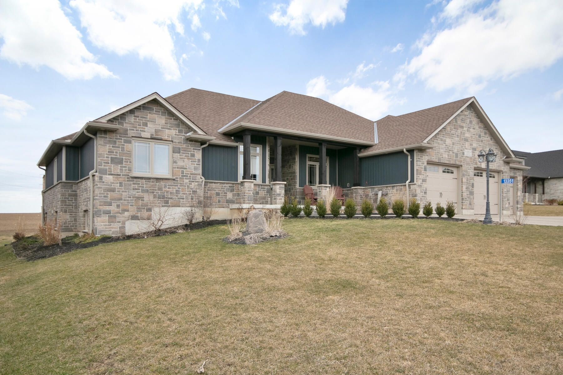 Main Photo: 13351 Westbury Drive in Springfield: Residential for sale : MLS®# 40086905