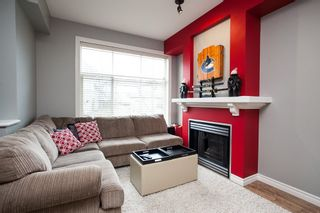 Photo 4: 19 6465 184A Street in Surrey: Cloverdale BC Townhouse for sale (Cloverdale)  : MLS®# R2145774