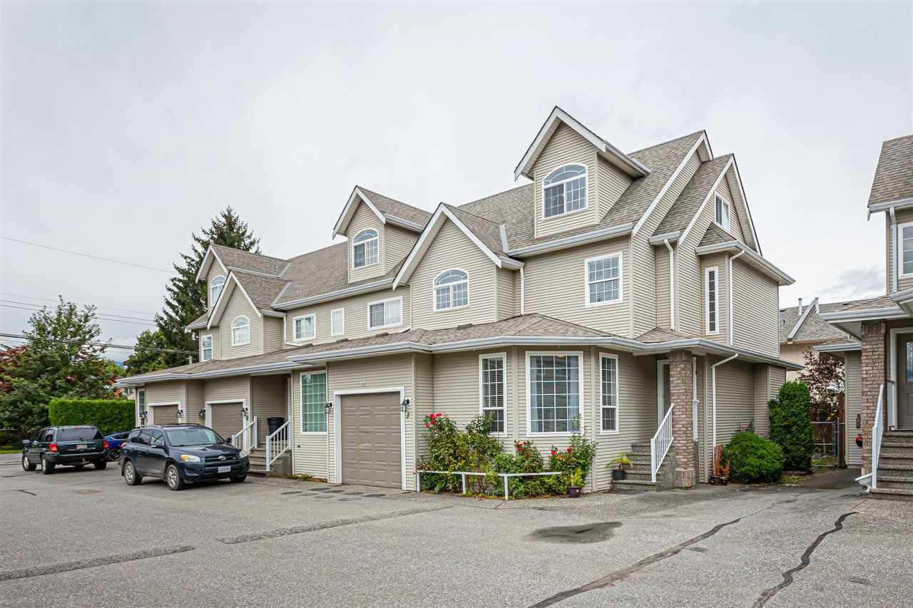 """Main Photo: 3 9472 WOODBINE Street in Chilliwack: Chilliwack E Young-Yale Townhouse for sale in """"Chateau View"""" : MLS®# R2520198"""