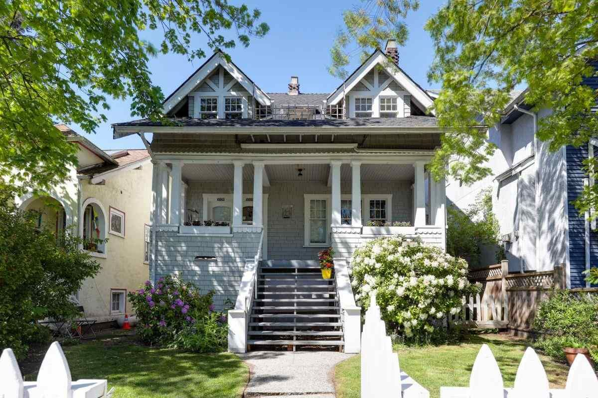 Main Photo: 3323-25 W 3RD Avenue in Vancouver: Kitsilano House for sale (Vancouver West)  : MLS®# R2577966