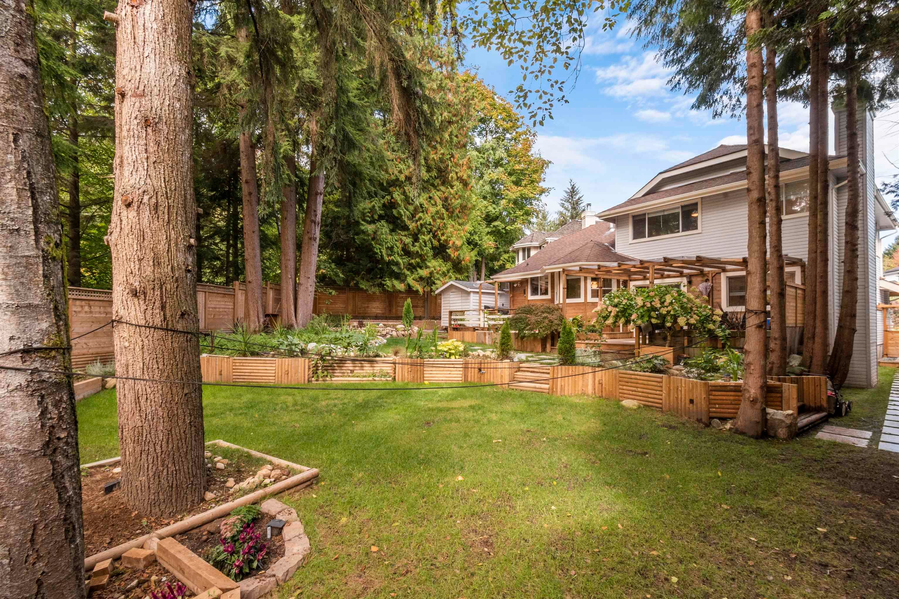 Main Photo: 9 PARKWOOD Place in Port Moody: Heritage Mountain House for sale : MLS®# R2620422