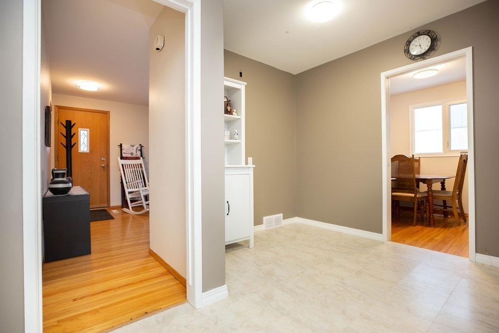 Photo 12: Photos: 61 Vincent Massey Boulevard in Winnipeg: Windsor Park Residential for sale (2G)  : MLS®# 202005748