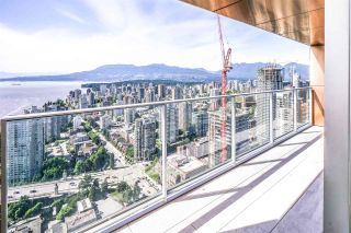 "Photo 7: 5203 1480 HOWE Street in Vancouver: Yaletown Condo for sale in ""VANCOUVER HOUSE"" (Vancouver West)  : MLS®# R2528347"