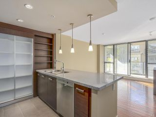 """Photo 8: 306 2959 GLEN Drive in Coquitlam: North Coquitlam Condo for sale in """"THE PARC"""" : MLS®# R2111065"""