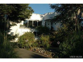 Photo 1: 318 Uganda Ave in VICTORIA: Es Kinsmen Park Half Duplex for sale (Esquimalt)  : MLS®# 738139