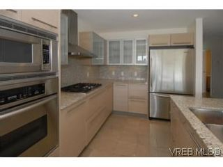 Photo 6: 212 68 Songhees Rd in VICTORIA: VW Songhees Condo for sale (Victoria West)  : MLS®# 499543