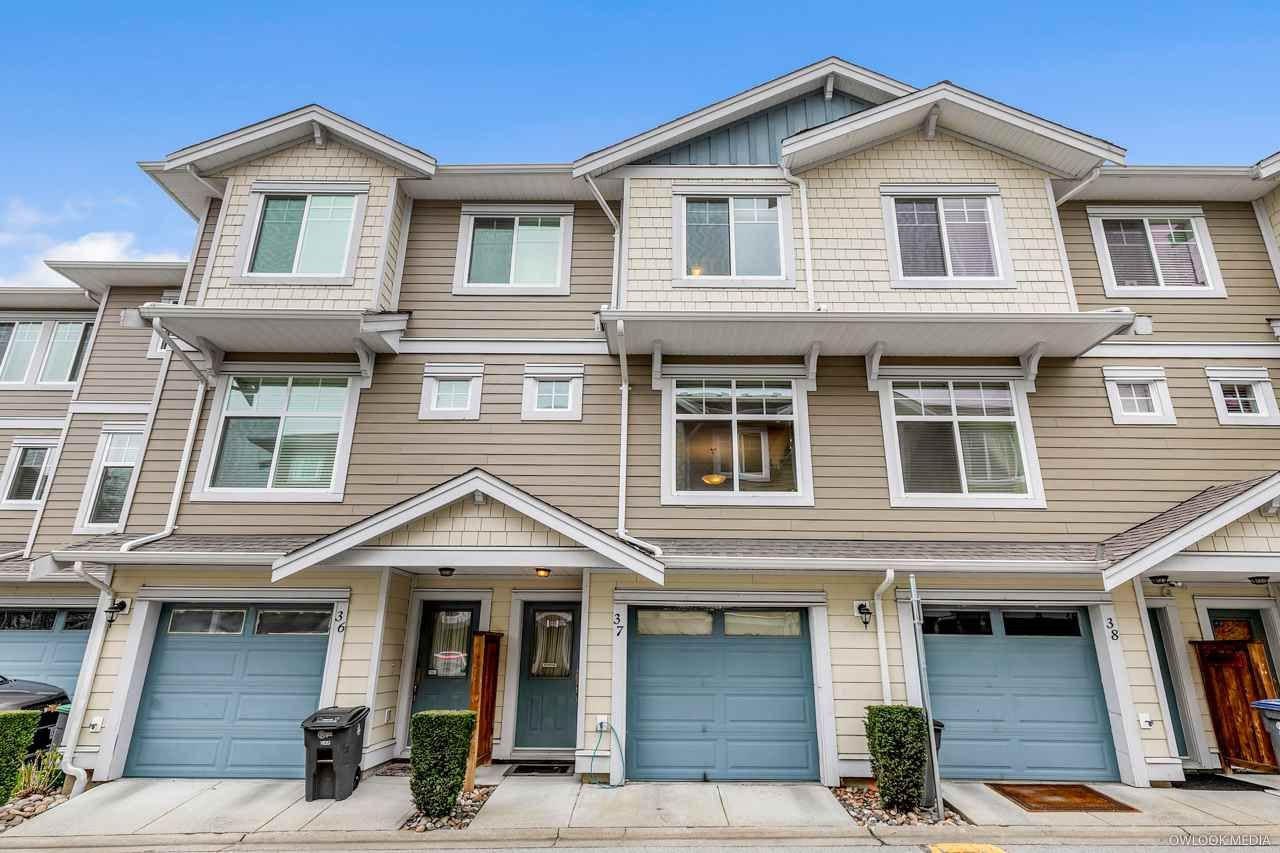"Main Photo: 37 16355 82 Avenue in Surrey: Fleetwood Tynehead Townhouse for sale in ""LOTUS"" : MLS®# R2557574"