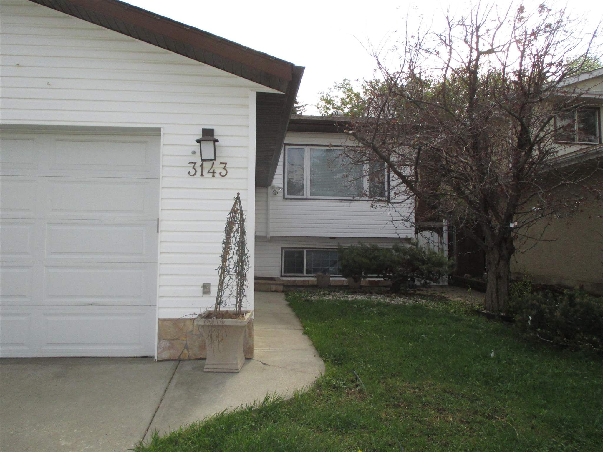 Main Photo: 3143 49A Street in Edmonton: Zone 29 House for sale : MLS®# E4244807