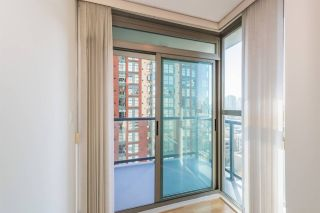 """Photo 9: 1405 928 RICHARDS Street in Vancouver: Yaletown Condo for sale in """"SAVOY"""" (Vancouver West)  : MLS®# R2107849"""