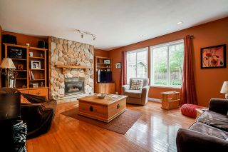 """Photo 5: 7319 146A Street in Surrey: East Newton House for sale in """"Chimney Heights"""" : MLS®# R2491156"""
