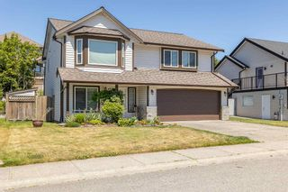 """Photo 2: 35441 CALGARY Avenue in Abbotsford: Abbotsford East House for sale in """"SANDY HILL"""" : MLS®# R2595904"""