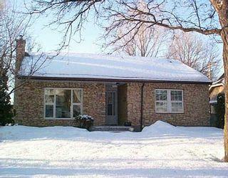 Photo 1: 925 OAKENWALD Avenue in Winnipeg: Fort Garry / Whyte Ridge / St Norbert Single Family Detached for sale (South Winnipeg)  : MLS®# 2703586