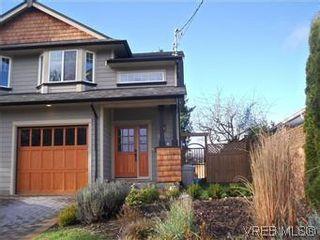 Photo 2: 2520 Cedar Hill Rd in VICTORIA: Vi Oaklands Half Duplex for sale (Victoria)  : MLS®# 557755