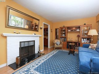 Photo 2: 1033 Davie St in VICTORIA: Vi Fairfield East House for sale (Victoria)  : MLS®# 818971
